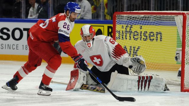 30d707184b4be Ve skupině loňského šampionátu v Dánsku uspěli Češi proti Švýcarům až na  nájezdy.