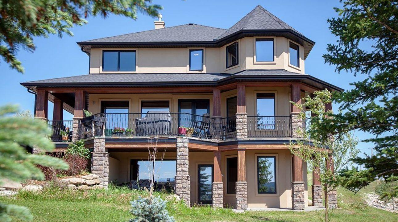 Kanaďanka nabízí luxusní vilu za 420 korun. Stačí jen vyhrát literární soutěž