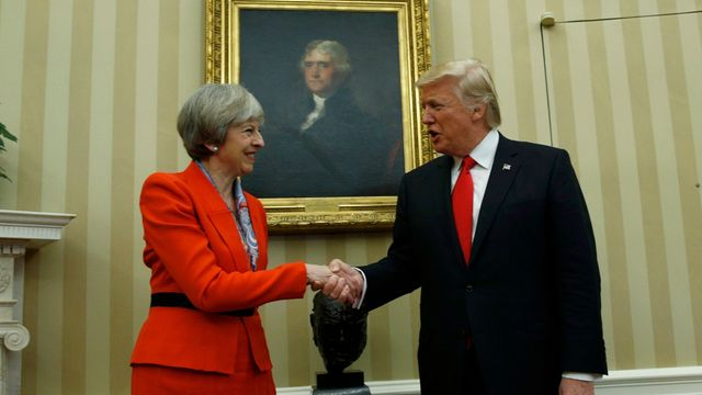 Theresa Mayová a Donald Trump na archivním snímku.