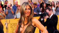 Jennifer Aniston se provdala, vzala si herce Therouxe