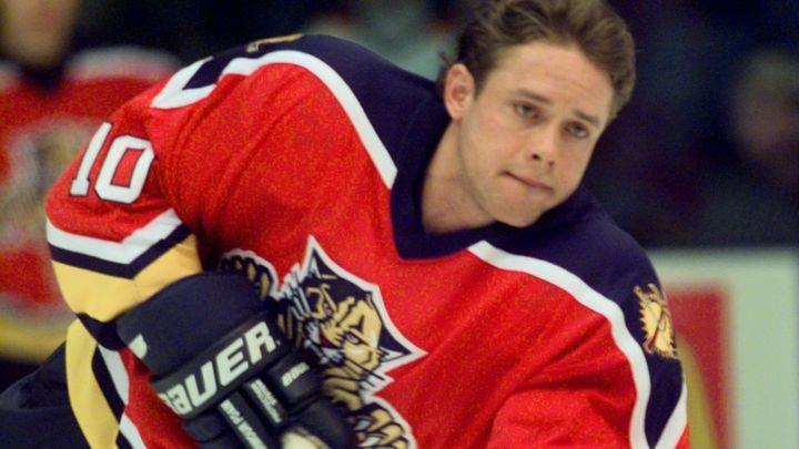 Školil legendy, osud v NHL mu upekla nevídaná detektivka. Ruská raketa slaví 50