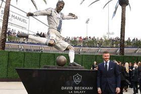 Video: Beckham je legendou i v Los Angeles. Tým Galaxy mu odhalil sochu