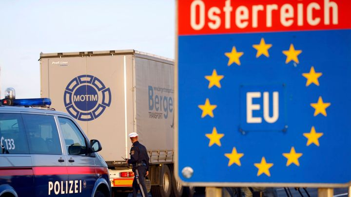 Rakousko reaguje na rostoucí epidemická čísla v Česku. Obnovuje hraniční kontroly