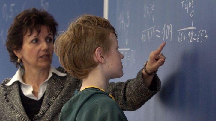Učitelé mají méně, než je průměrná mzda. Loni to bylo 24 888