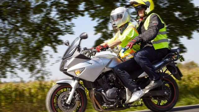 b92a9aa2752 Dělali jsme řidičák na motorku. Kuželů se nebojte
