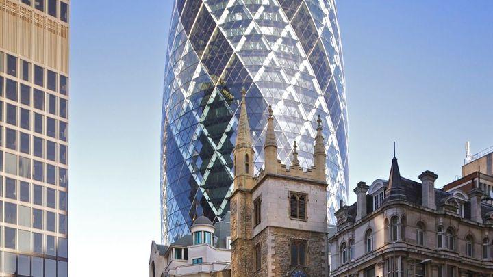 Londýnský mrakodrap Okurka koupil brazilský miliardář Safra