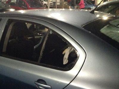 Kojenec se převrhl v autosedačce a dusil se. Zachránili ho strážníci