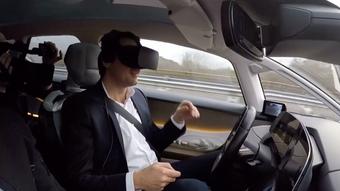 1e0d0efa6 VIDEO: V samořiditelném Renaultu si můžete za jízdy hrát s virtuální  realitou