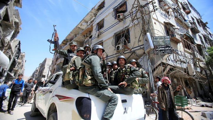 Vyšetřovatelé chemického útoku se do Dúmy zatím nedostali, podle OSN je důvodem přestřelka ve městě