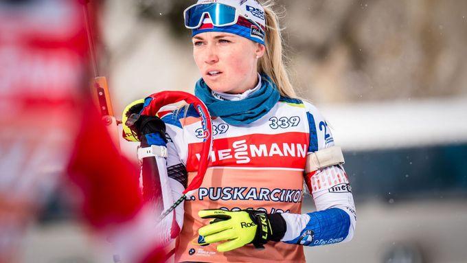 České biatlonistky v průběhu štafety útočily na medaili, Puskarčíková doběhla čtvrtá