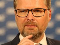 Živě: Klidně to tady s KSČM a SPD převálcujte, ale ušetřete nás pokryteckých řečí, vyzval ANO Fiala