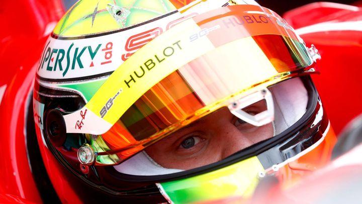 Schumachera je mi líto, nemá kolem sebe správné lidi, tvrdí Ecclestone