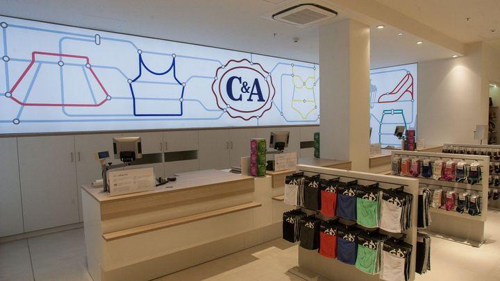 Oděvnímu řetězci C&A klesl v Česku zisk o čtyři pětiny
