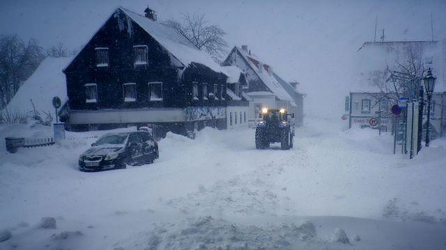 4f9505752 Na západě Česka hustě sněží, napadnout může až 20 centimetrů. Na Moravě  hrozí povodně