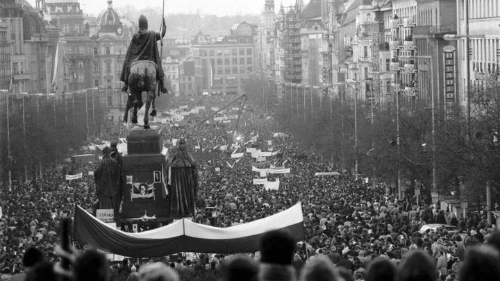 Vývoj po roce 89 nás zklamal, tvrdí většina Čechů i Slováků