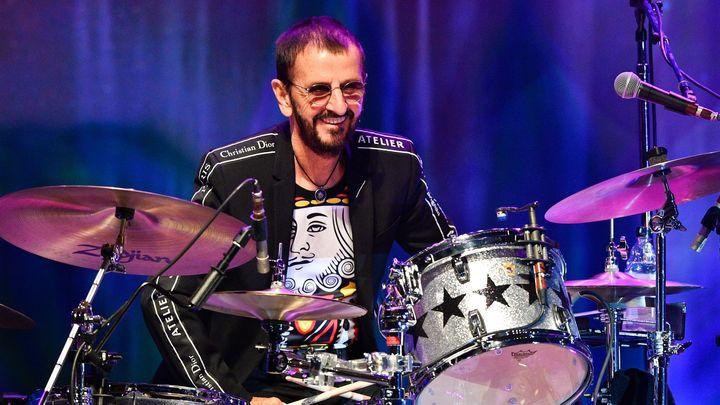 Recenze: Mír a lásku! Hudba Beatles žije, Ringo v Praze zpíval seržanta Pepře i Bílé album