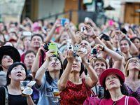 Konvice na pokoji kvůli nudlím, dotaz na recepčního překládá mobil. Česko přivyká turistům z Číny