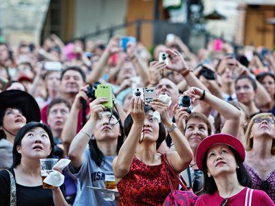 Praha úpí pod turistickým ruchem. Musí se mu začít bránit