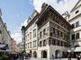 Praha 1. Za barevnými fasádami domy zbavené duše a paměti