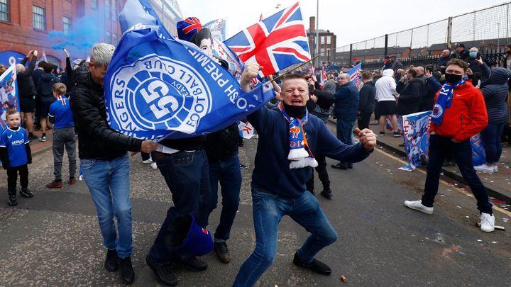 Horor v Glasgow. Fanoušci Rangers dohonili Poláka a podřízli ho mačetou