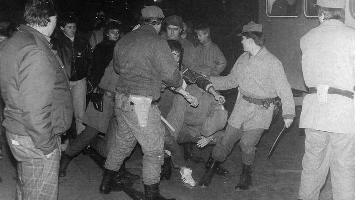 Jak žlutá mlha a punk zrodily teplickou revoltu. Pád totality začal na severu Čech