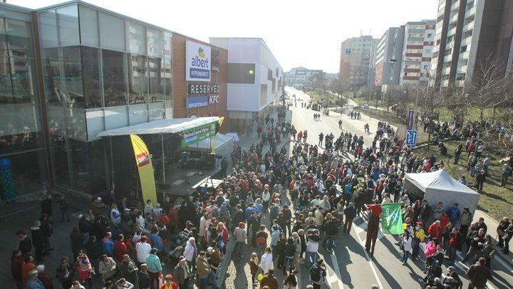 Foto: Svátek konzumu v Kladně. Nové nákupní centrum otevřelo