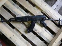 Návštěva ve zbrojovce. Staré ruské zbraně jdou na odbyt