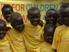 8e3c12da02 Děti v tričkách s nápisem