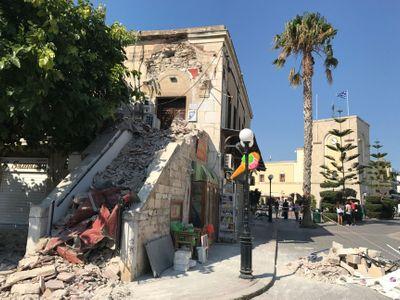Obrazem: Řecký ostrov Kos zasáhlo ničivé zemětřesení, způsobilo i vlnu tsunami