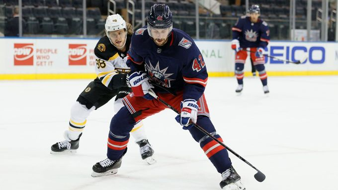 Pastrňák opět nahrál na dva góly, Bruins v New Yorku opláceli debakl