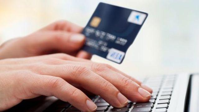 Za nákup v e-shopu platí Češi stále častěji kartou 48a42e88279