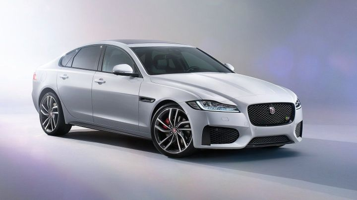 Jaguar již odtajňuje novou generaci modelu XF. Hodně zhubla