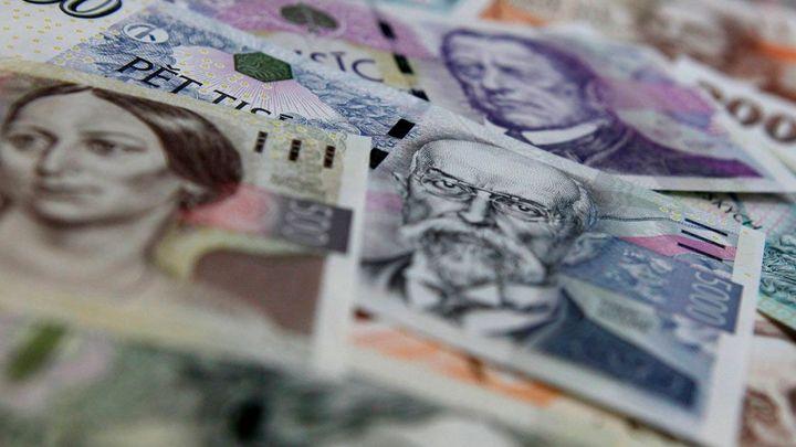 Česko plní rozpočtové kritérium pro euro, deficit klesl