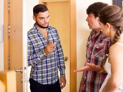 Jak na souseda-potížistu? Pokud vás obtěžuje nepříjemný kouř nebo hluk, existuje řešení
