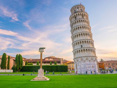 Šikmá věž v Pise se přestala naklánět, narovnala se o čtyři centimetry
