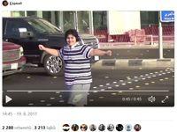 Chlapec tančil na silnici v Saúdské Arábii macarenu, z videa je virál. Nyní byl zadržen a obviněn