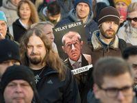 EET je jako StB, demonstrovali lidé na Václavském náměstí. Sešly se jich stovky