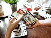 Další velká banka obešla operátora a udělá vám z mobilu platební kartu. Konkurenci zvýší i Google