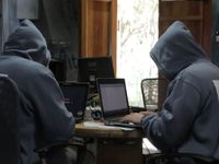 Volby českého prezidenta ve stínů hackerů. Týmy kandidátů pořizují šifrované mobily a kódované maily