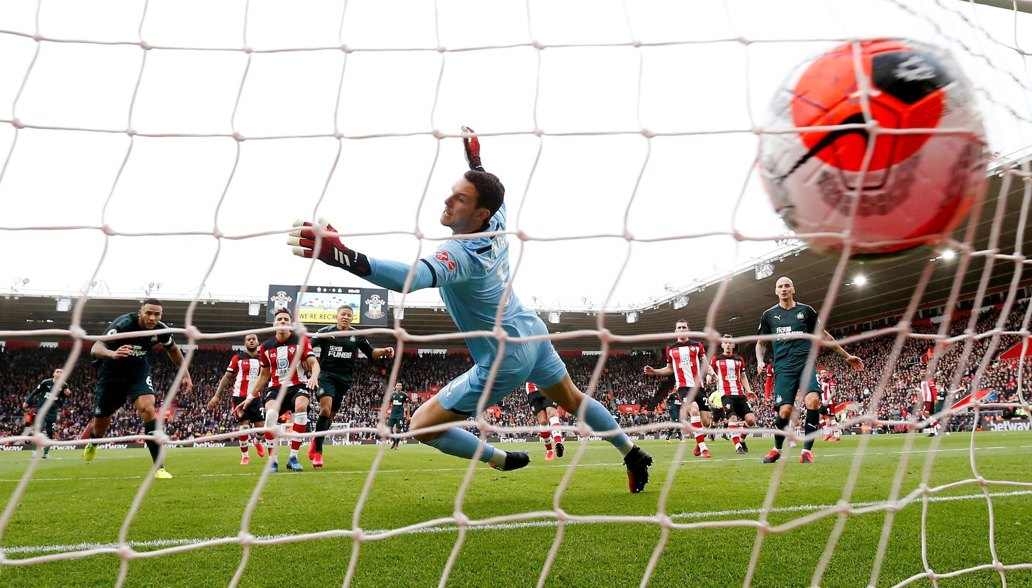Premier League - Southampton v Newcastle United