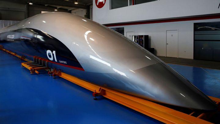 Už žádné makety. Hyperloop ukázal, v jaké kapsli budou jezdit cestující