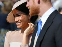 Fotky: Jako dvě zamilované hrdličky. Harry a Meghan poprvé po svatbě na veřejnosti