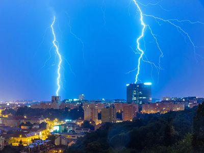 Do Česka dorazily extrémní bouřky, na mnoha místech vypadává proud