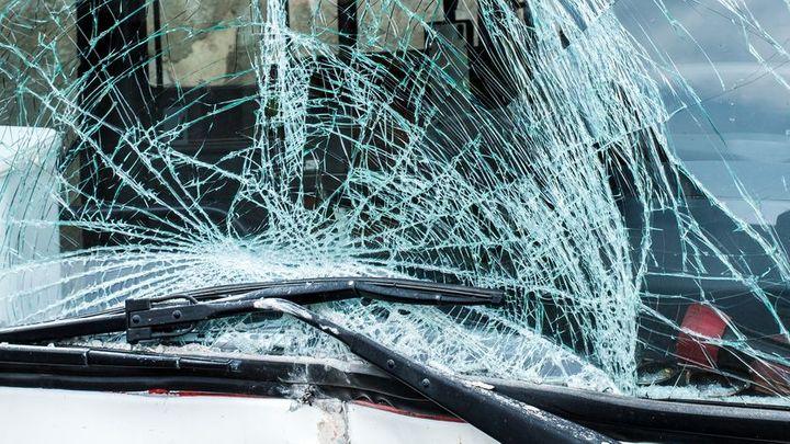 U Lipska havaroval autobus, jeden cestující zemřel a nejméně 13 je zraněných
