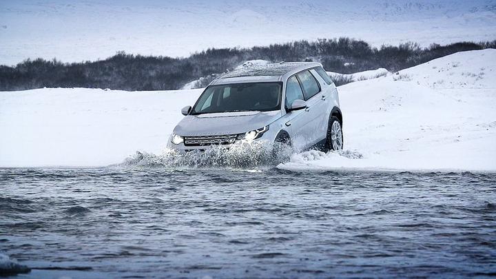 Nový Land Rover se terénu nebojí. Video jako důkaz