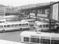 Foto: Autobusové nádraží Florenc má narozeniny. Pamatujete si lávku nebo budovatelská hesla?