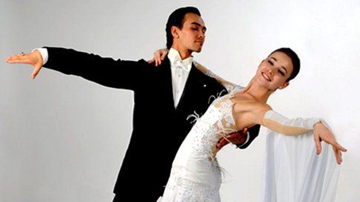 Jak se obléknout na ples  Zvolte správný dress code! - Studenta.cz 0bf3adec43