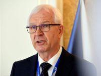 Jiří Drahoš je podle průzkumu favorit prezidentských voleb. Ve druhém kole by porazil Zemana