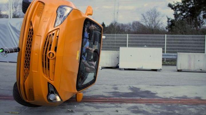Test odkryl nebezpečné kabriolety. Nejhůř dopadl golf