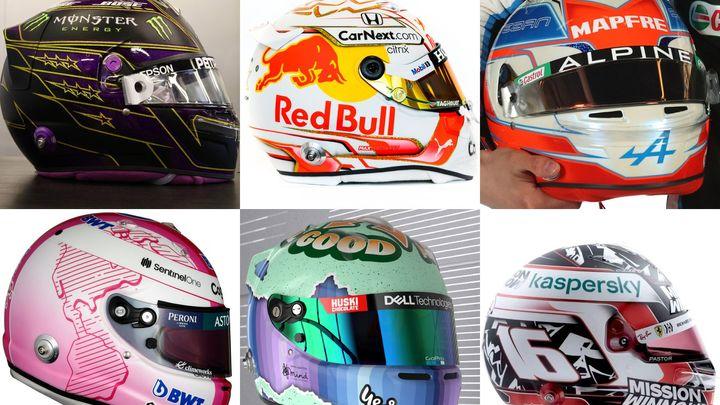 Helmy pilotů formule 1 hrají všemi barvami. Hamilton má už sedm hvězd
